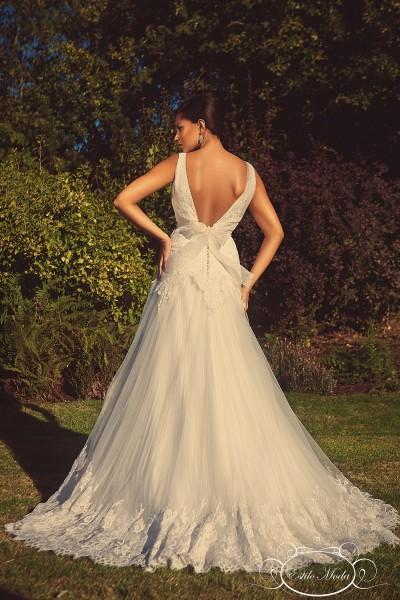 Estilo Moda Bridal shop in milton keynes low V back wedding dress, V neckline lace and tulle lace skirt border wedding dress