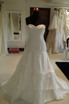 Ivory Sample Sale Wedding Dress in Milton Keynes. Sales Wedding Dresses
