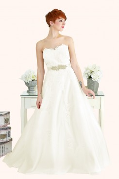 Lace Strapless Sweetheart Neckline Ball Gown Estilo Moda Wedding Dresses Milton Keynes