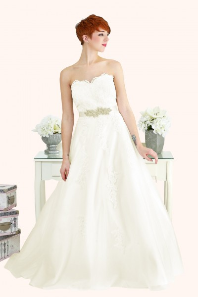 Lace Strapless Sweetheart Neckline Ball Gown Estilo Moda Wedding Dresses Milton Keynes